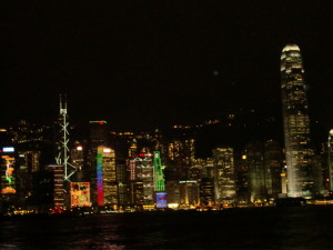 夜のセントラルならLan Kwai Fong(蘭桂坊)で遊ぼう。SIMカードを買って。