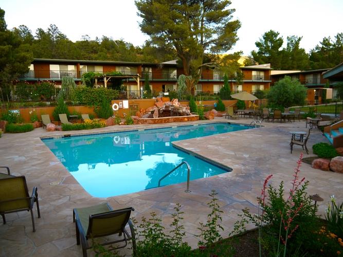 ホテル備え付けのプール